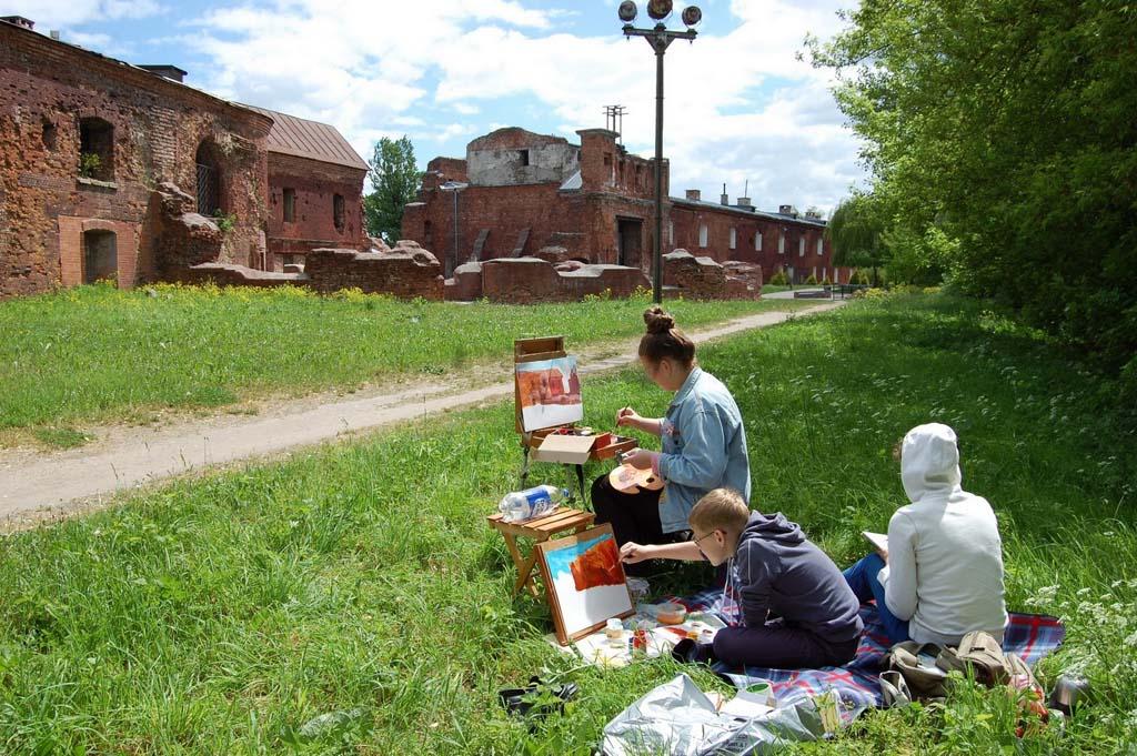 Х Региональная творческая акция «Рисуют дети» состоялась в мемориальном комплексе «Брестская крепость-герой»