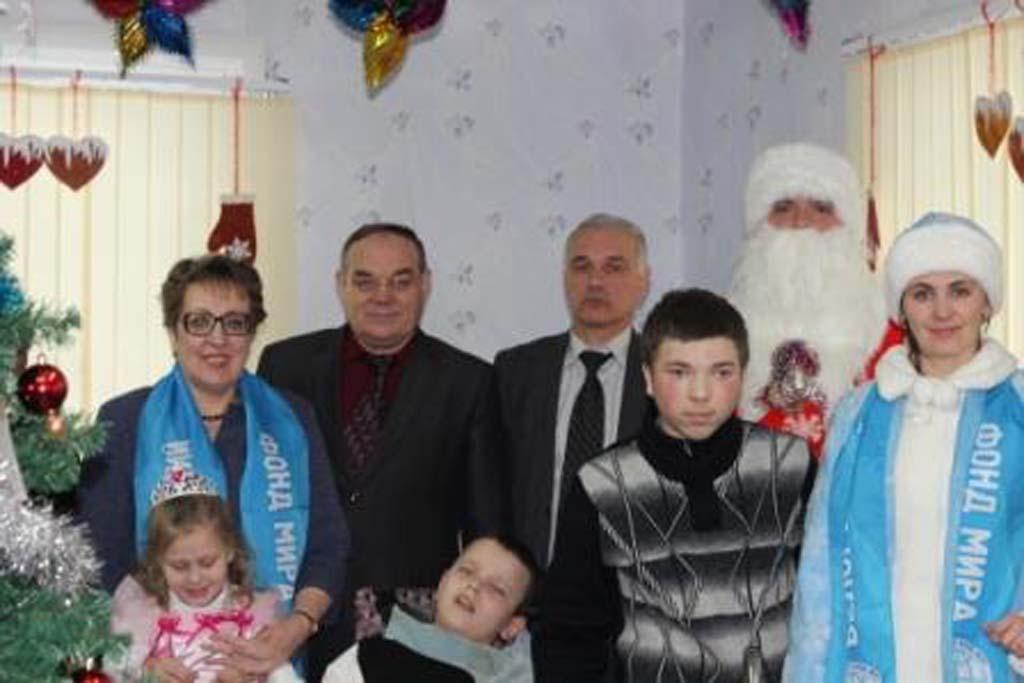 Новогодняя благотворительная акция «Наши дети» «А у нас Новый год! Елка в гости зовет!»