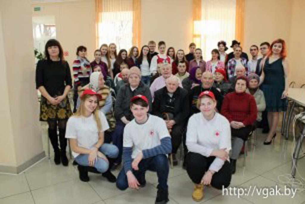 В гости к подопечным районного дома-интерната для пожилых и инвалидов в Теолин приехали учащиеся Волковысского аграрного колледжа.