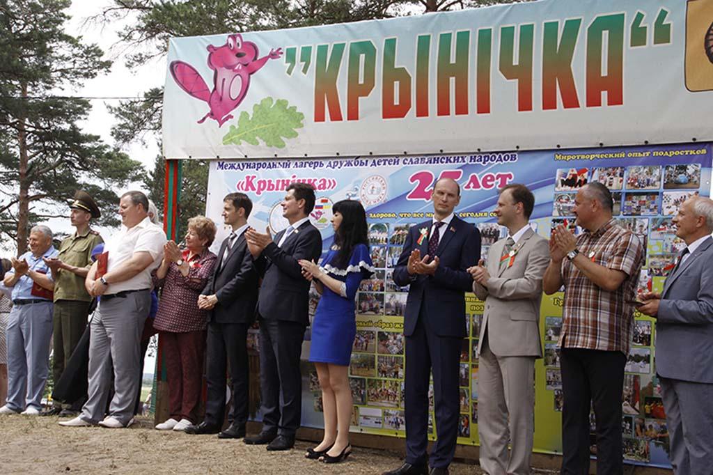 «САМОЕ ДОБРОЕ ОЗЕРО» Под Рогачевом действует лагерь дружбы славянских детей и молодежи